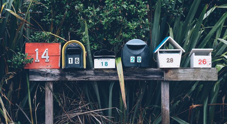 verschiedene Postkästen