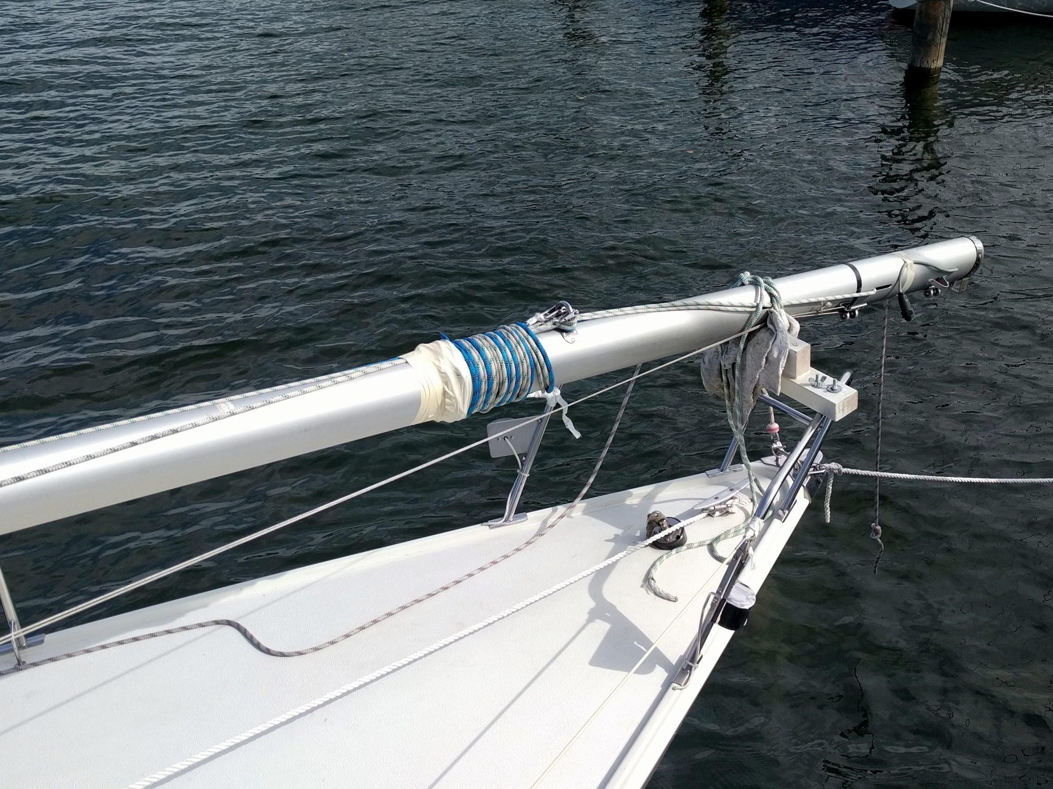 Auflagestütze für den umgelegten Mast