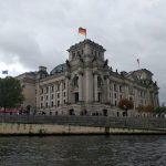 Blick auf das Reichstagsgebäude von der Spree aus
