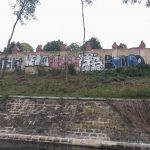 Überreste der Berliner Mauer entlang der Spree